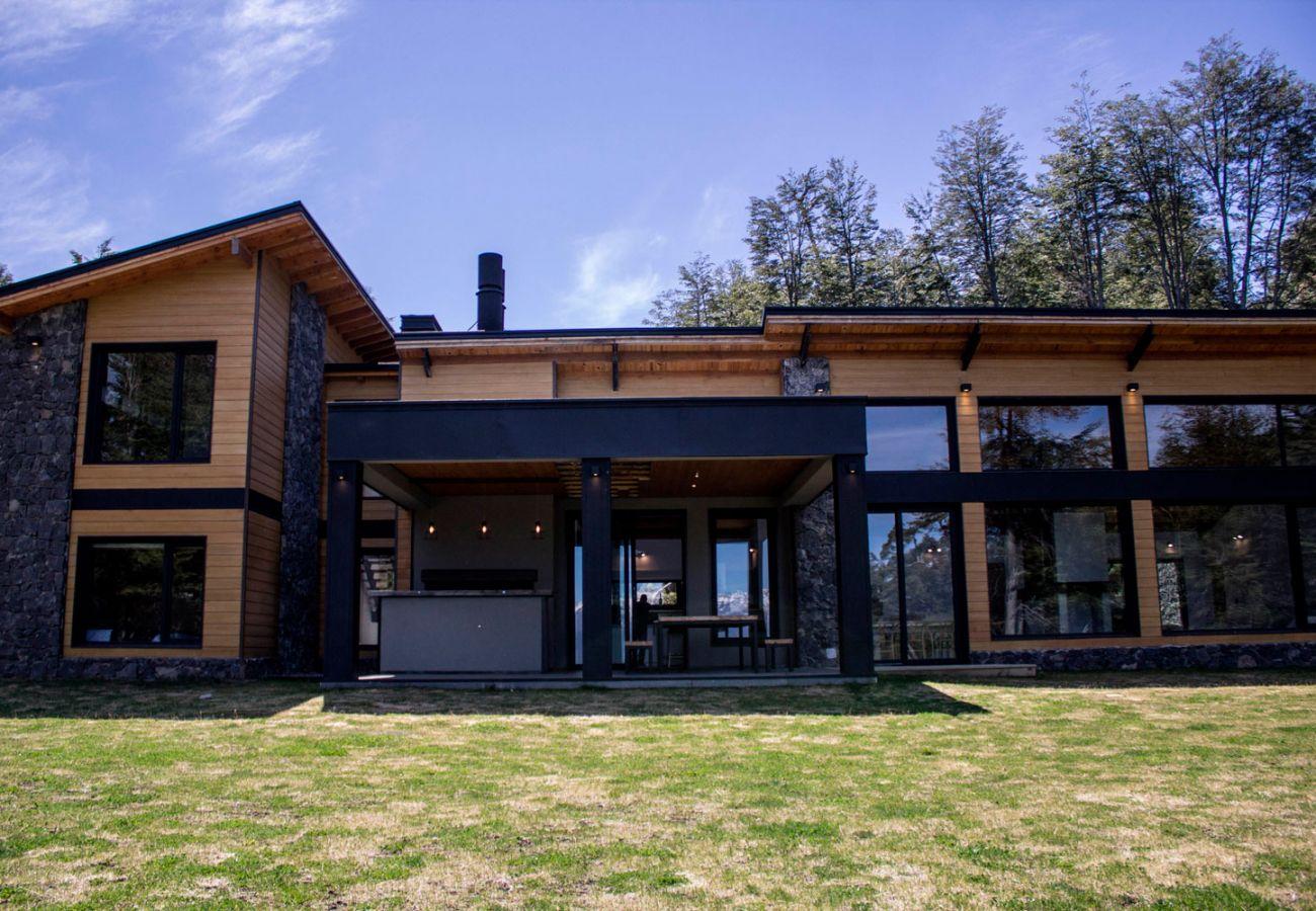 Fachada BOG JPG Casa con vista al lago Villa La Angostura