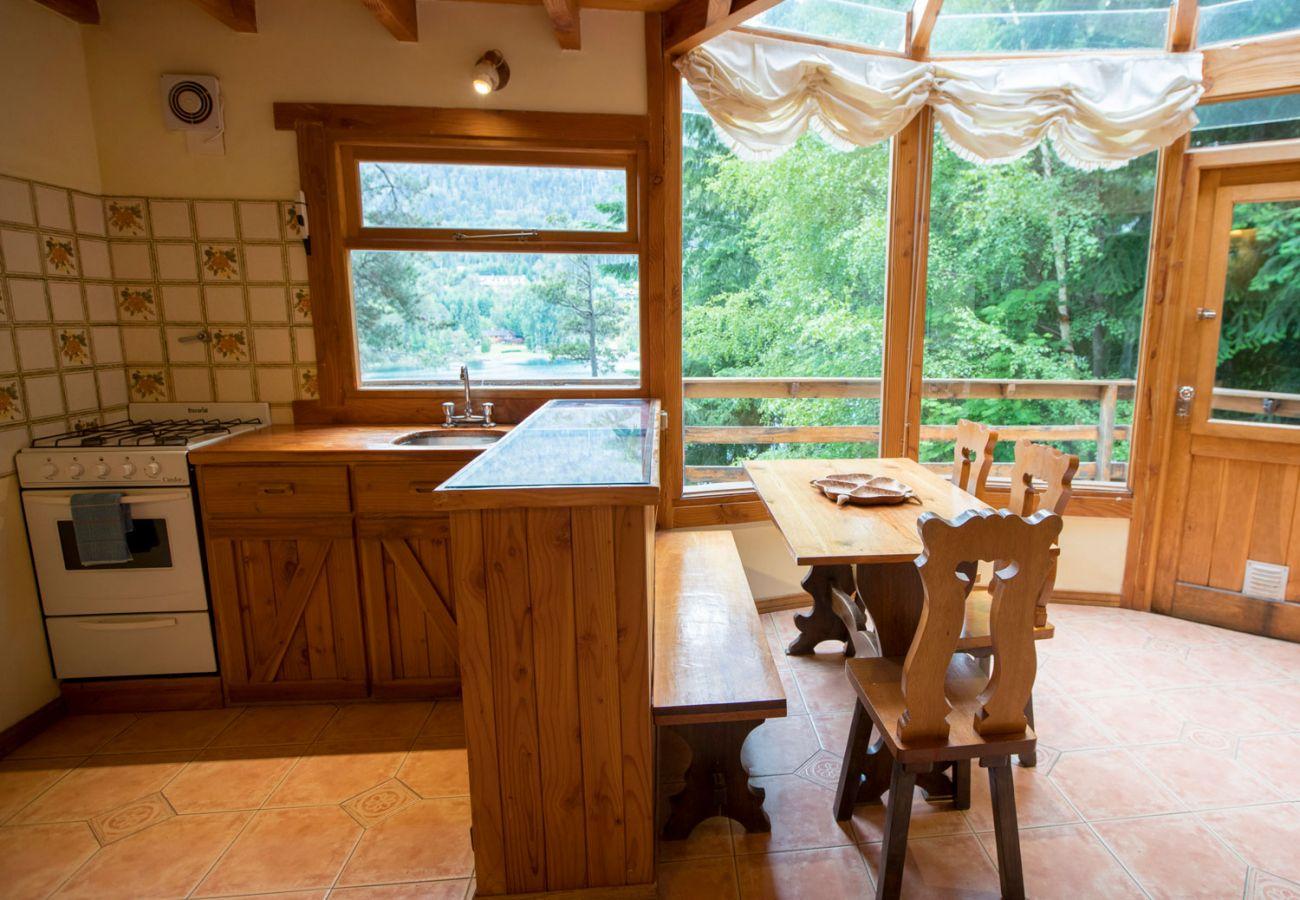 Calida cocina comedor BOG Le Pommier 1 Villa La-Angostura