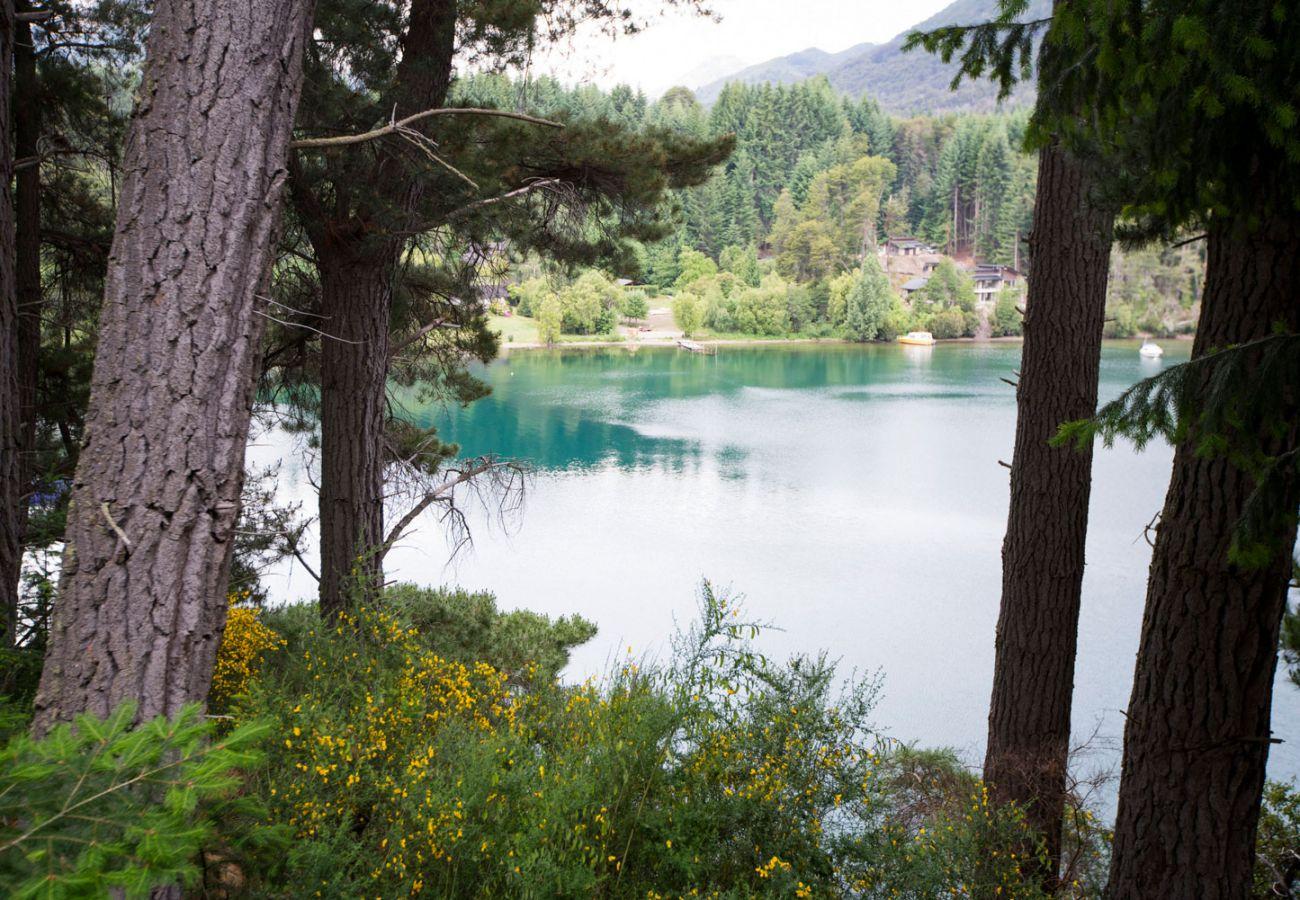 Cabaña amueblada con vista al lago BOG Le Pommier 1 Villa La Angostura