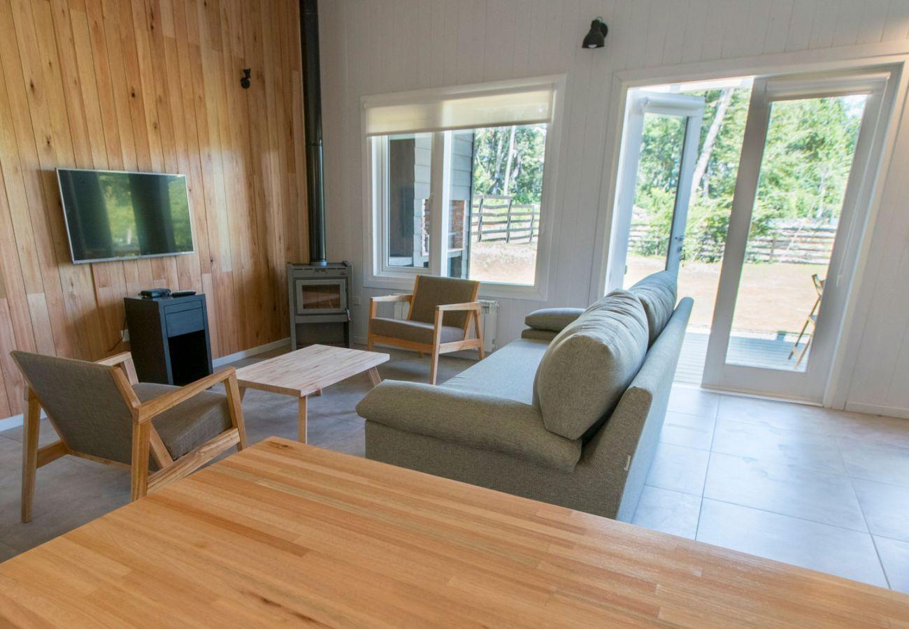 Salon con vista al bosque BOG Bosque de Manzano 1 Villa La Angostura