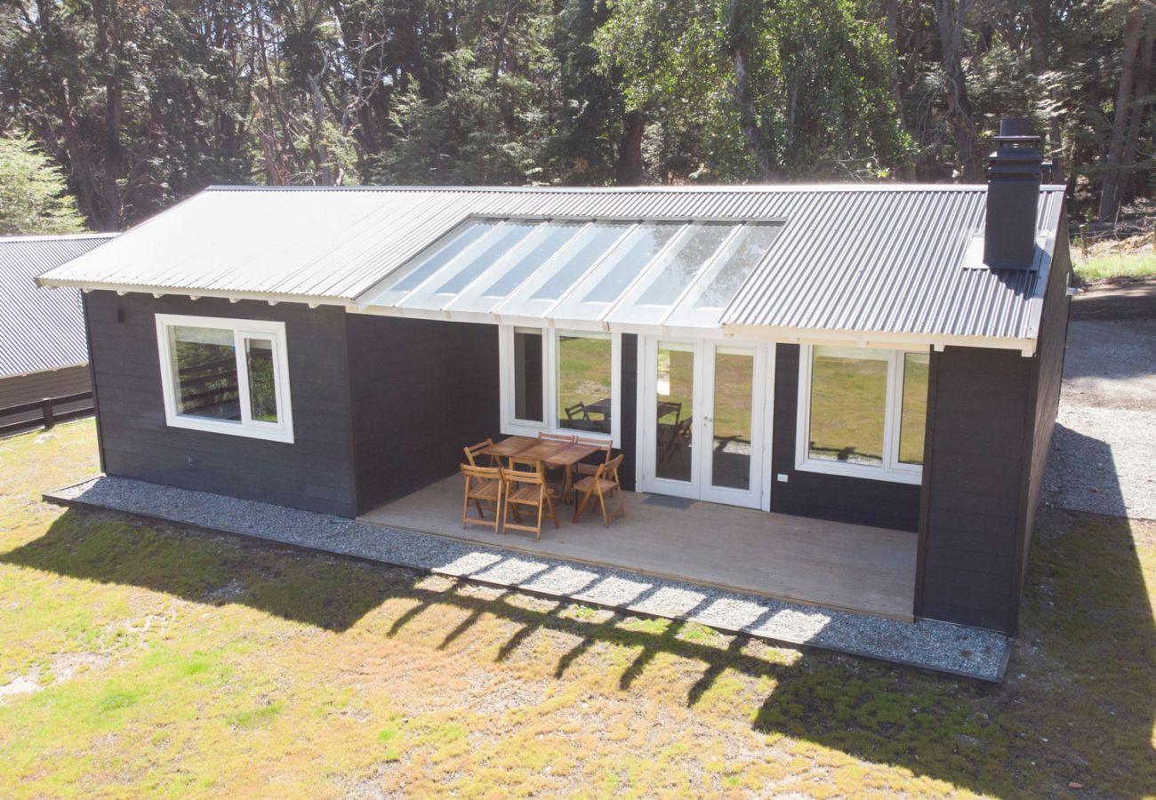 Deck con parrrilla techada BOG Bosque de Manzano 1 Villa La Angostura