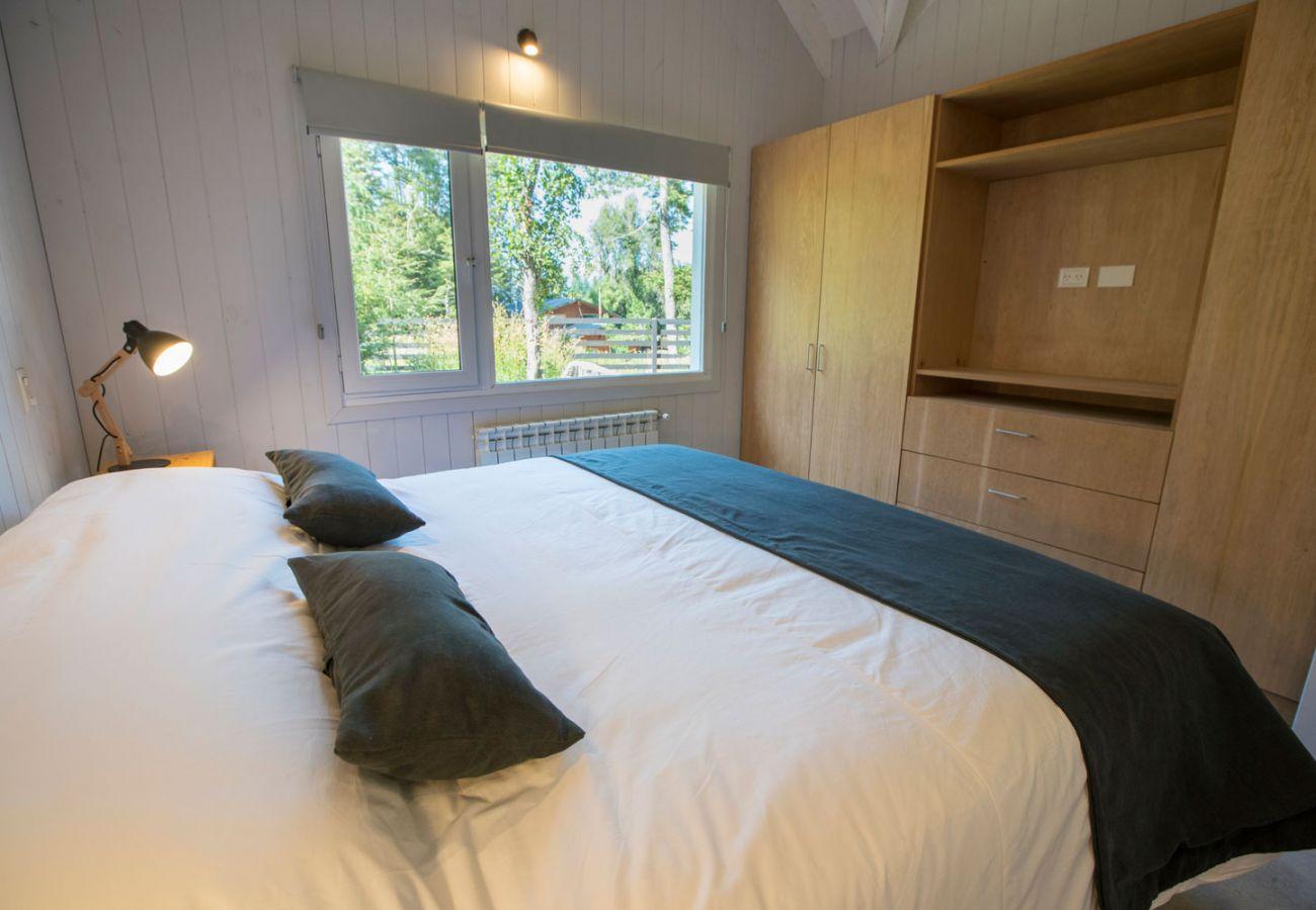 Dormitorio con placard BOG Bosque de Manzano 2 Villa La Angostura