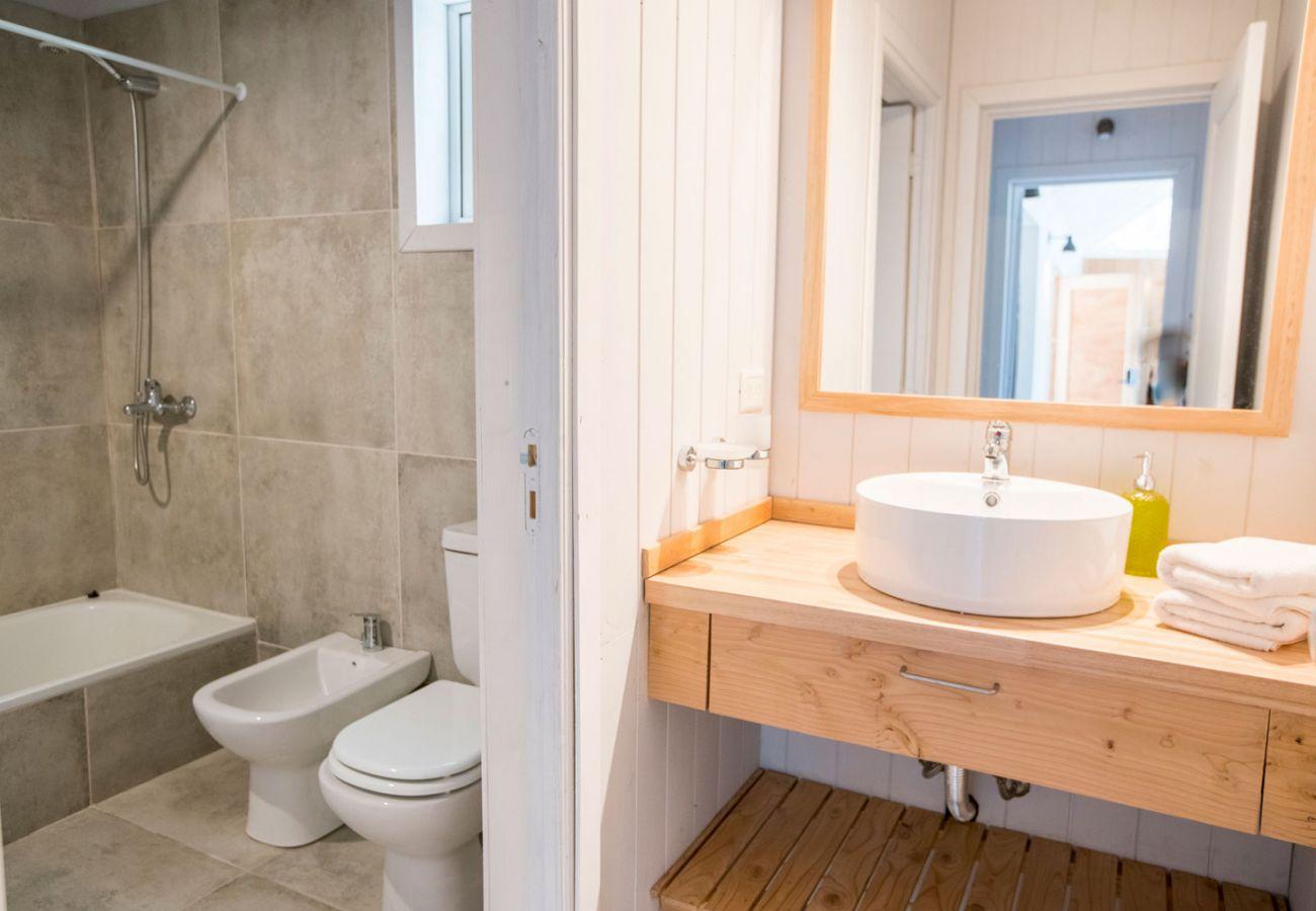 Antebaño y baño equipado BOG Bosque de Manzano 2 Villa La Angostura
