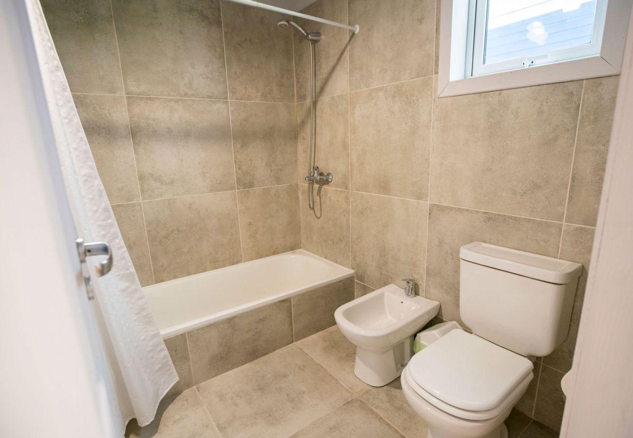 Baño equipado con tina BOG Bosque de Manzano 2 Villa La Angostura