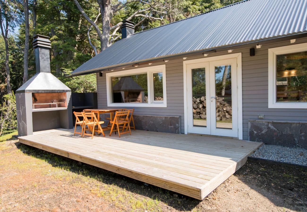 Casa con deck y parrilla BOG Bosque de Manzano 2 Villa La Angostura