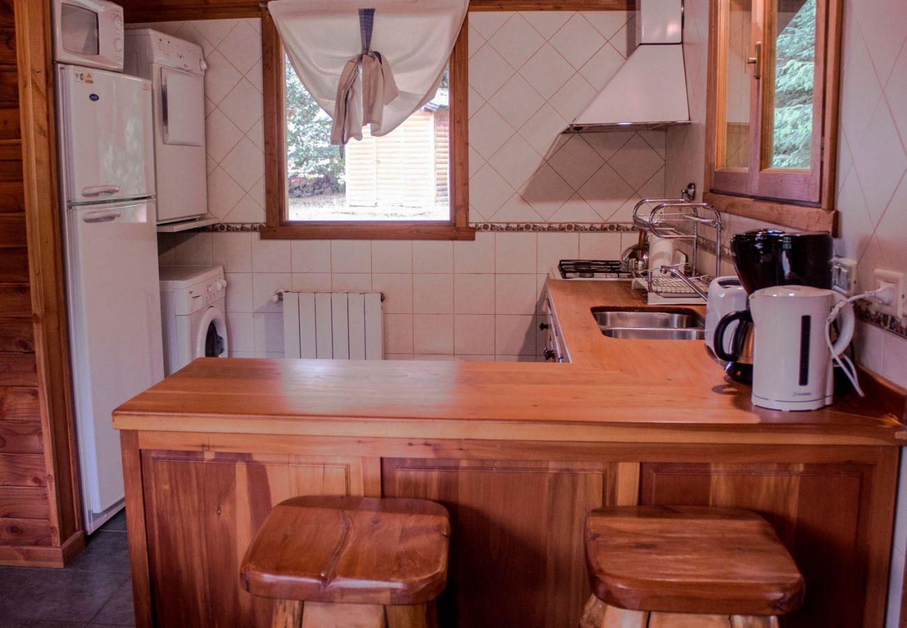 Calida cocina equipada BOG Patagon Dreams Villa La Angostura