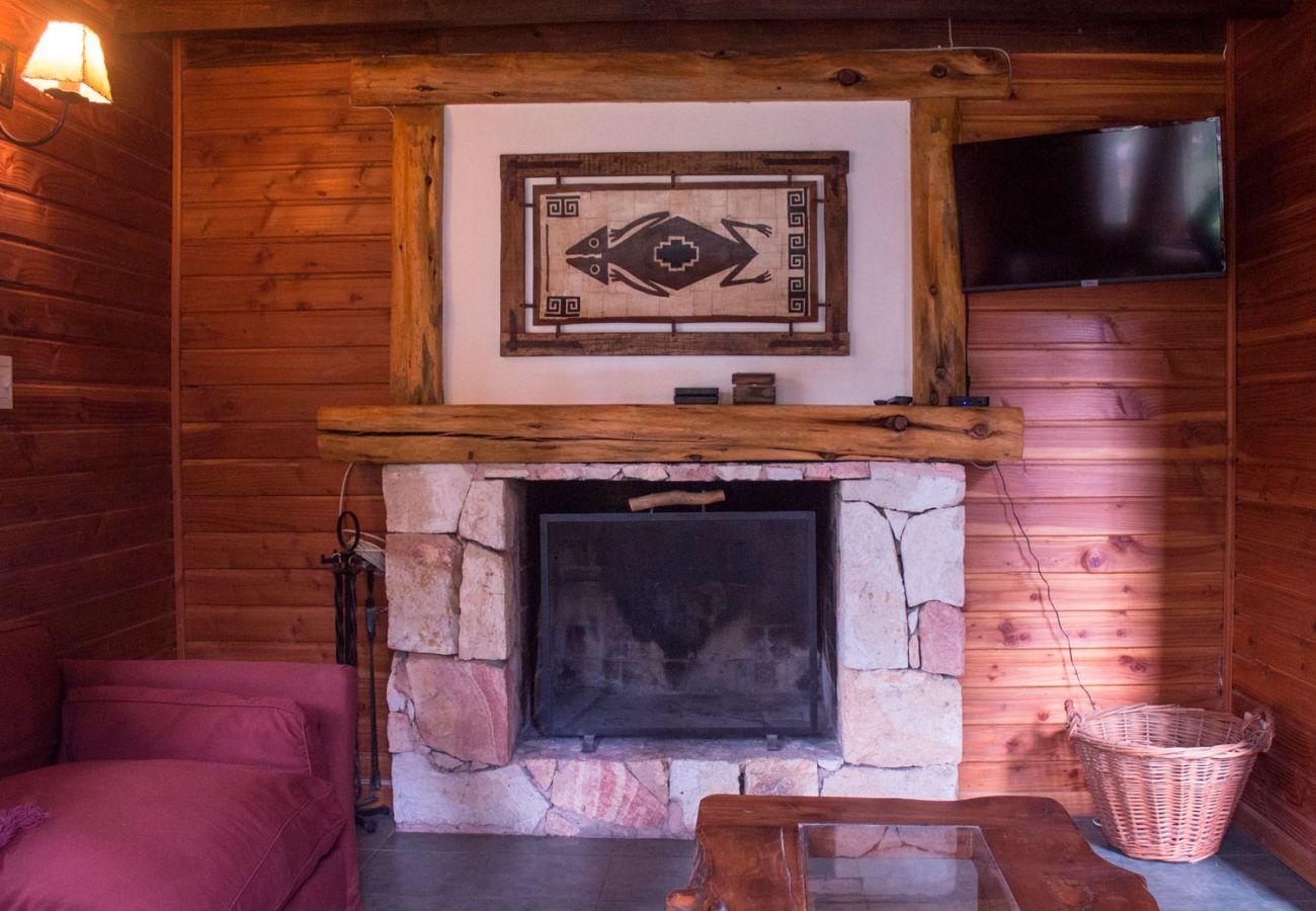 Calido hogar a leña BOG Patagon Dreams Villa La Angostura