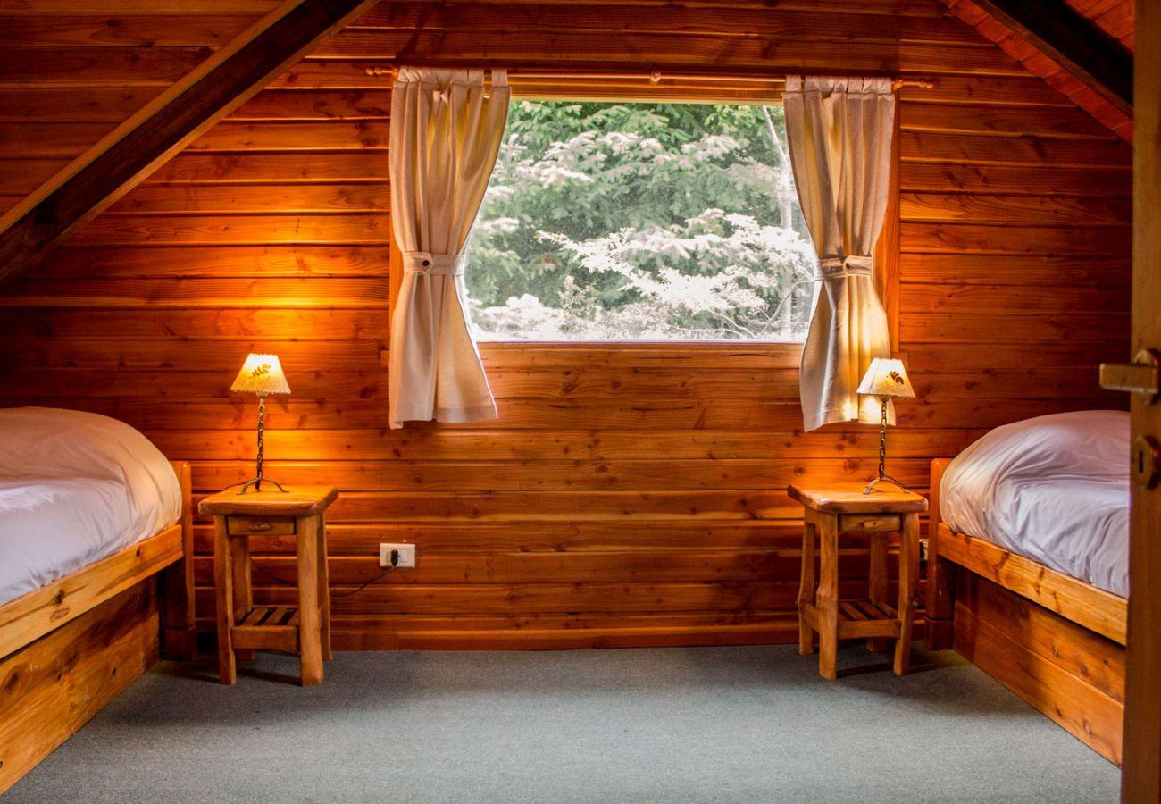 Comodo dormitorio amueblado BOG Patagon Dreams Villa La Angostura