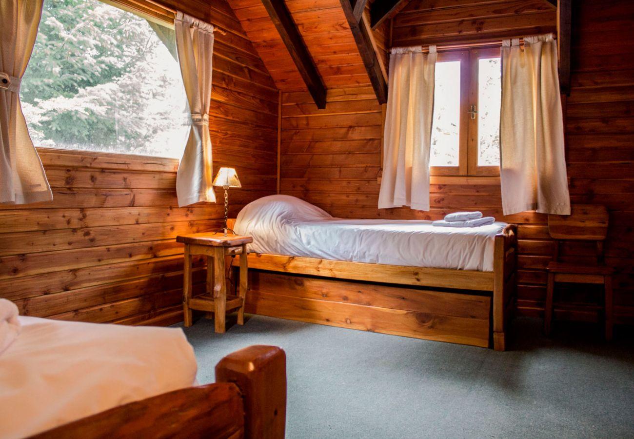 Dormitorio camas individuales BOG Patagon Dreams Villa La Angostura