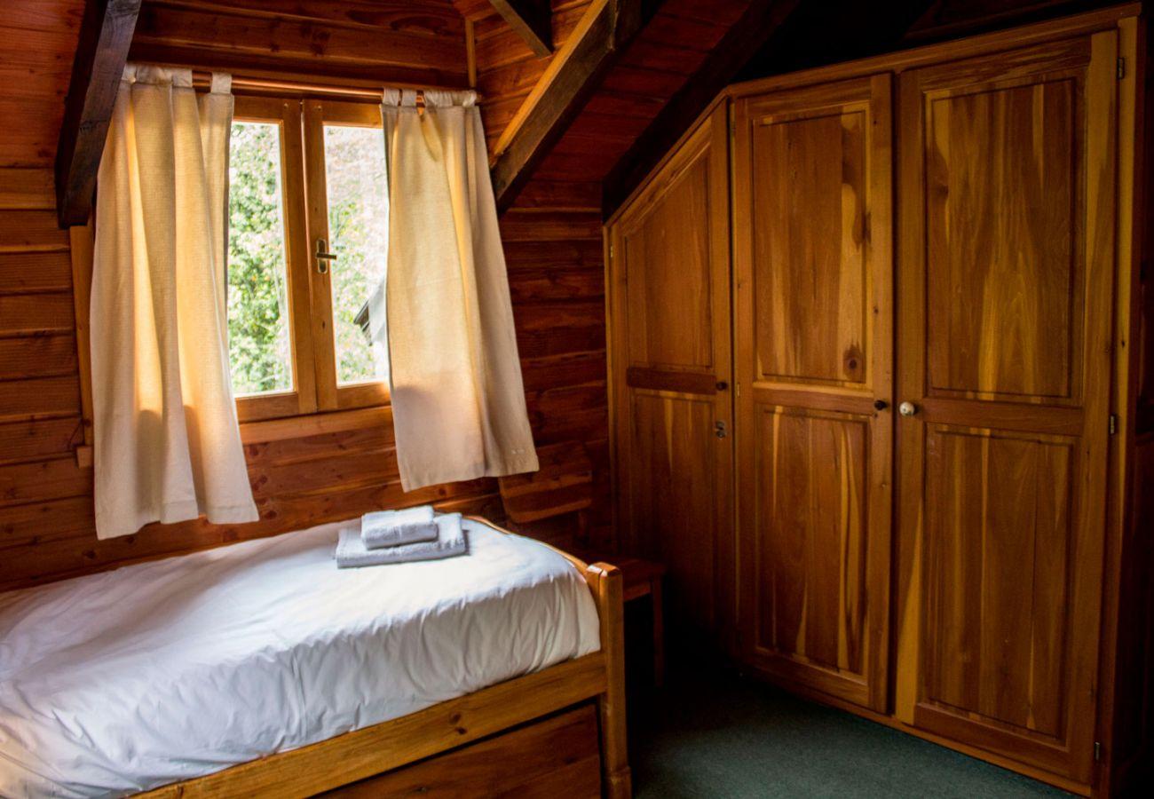 Dormitorio con placard BOG Patagon Dreams Villa La Angostura