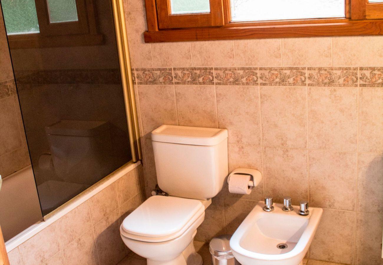 Baño moderno BOG Patagon Dreams Villa La Angostura