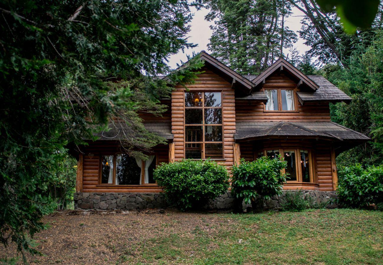 Fachada de casa amueblada BOG Patagon Dreams Villa La Angostura