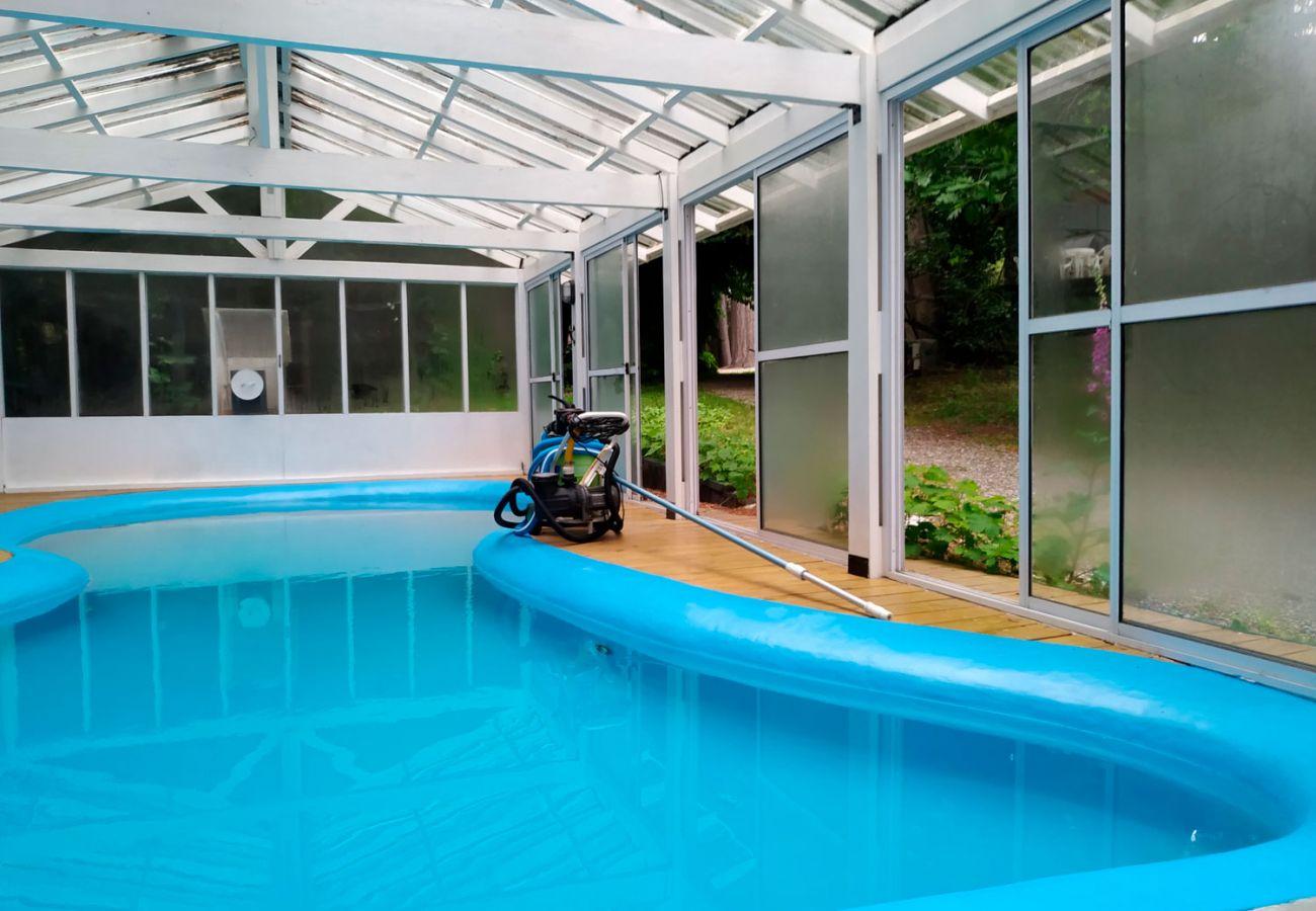 Bungalow em Villa La Angostura - Le Pommier 1 - Cabaña con vista al Lago y pileta climatizada